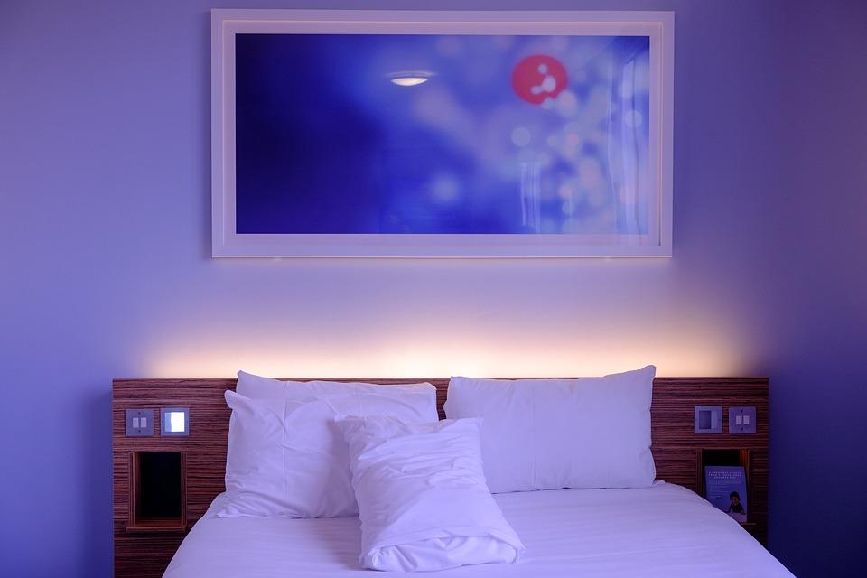 Kto oferuje łóżka hotelowe?
